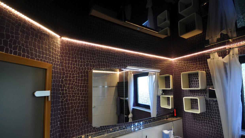 Парящий натяжной потолок в ванной