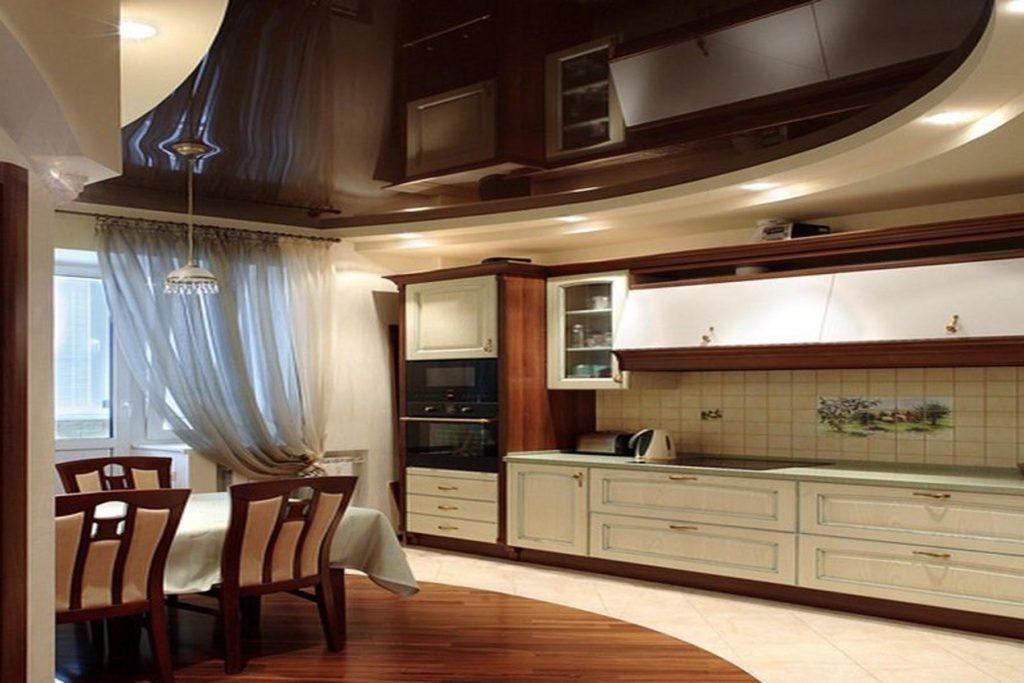 Красивый потолок на кухне
